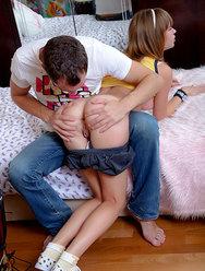 Юная блудница не жалеет дыр для своего парня - 1 картинка