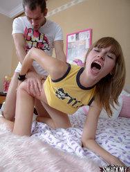 Юная блудница не жалеет дыр для своего парня - 15 картинка