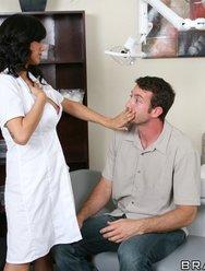 Удовлетворил двух сексапильных медсестер - 3 картинка