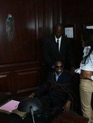 Голое развлечение в кабинете с негритянкой - 3 картинка