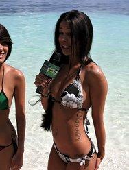 Секс с загорелым девчонками на пляже - 13 картинка