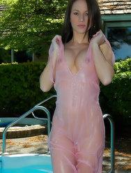 Мокрые титьки в прозрачном платье - 12 картинка