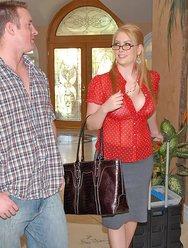 Нескромная женщина с большими дойками - 6 картинка