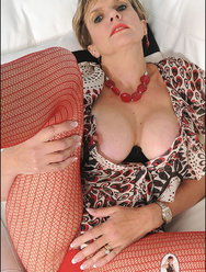 Мама голая позирует на фото - 7 картинка