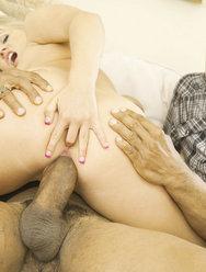 Муж смотрит как его жену трахает негр с большой балдой - 14 картинка