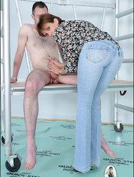 Жена нежно дрочит мужу - 2 картинка