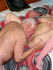 Дед оприходовал голубоглазую внучку - 9 картинка