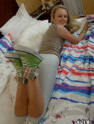 Натягивает молодую подружку у неё дома - 2 картинка