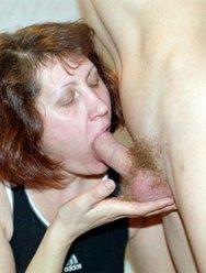 Мама занимается сексом в туалете с сыном - 5 картинка