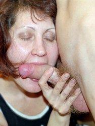 Мама занимается сексом в туалете с сыном - 7 картинка