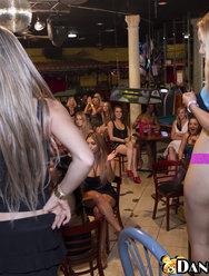 Вечеринка в баре со стриптизерами - 8 картинка