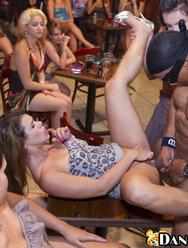 Вечеринка в баре со стриптизерами - 13 картинка