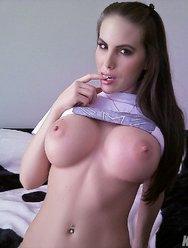 Скромная Катя показала свою большую грудь и не только - 13 картинка