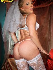 Голая невеста с сексуальной попкой - 2 картинка