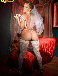 Голая невеста с сексуальной попкой - 7 картинка