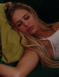 Негр насилует спящую соседку - 4 картинка