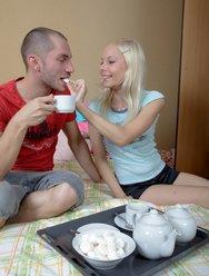 Пригласила парня на чай и дала в попку - 8 картинка
