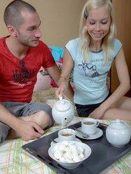 Пригласила парня на чай и дала в попку - 7 картинка