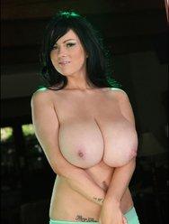 Милая Рима демонстрирует свою грудь - 5 картинка