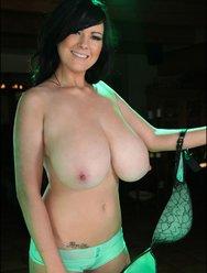 Милая Рима демонстрирует свою грудь - 2 картинка
