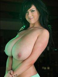 Милая Рима демонстрирует свою грудь - 9 картинка