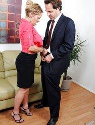 Секретарша и большой хуй директора - 2 картинка