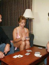 Блондинка проиграла в карты на по дрочить - 5 картинка