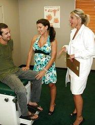 Жена с врачом дрочат мужу - 1 картинка
