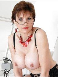 Возбуждённая врачица гинеколог - 8 картинка