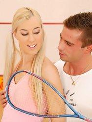 Блондинка и настойчивый тренер - 5 картинка