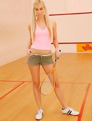 Блондинка и настойчивый тренер - 1 картинка