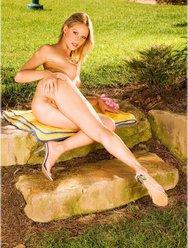 Решила пошалить в саду - 31 картинка