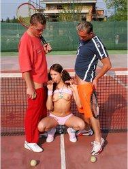 Двойное проникновение в теннисистку - 5 картинка