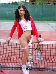 Двойное проникновение в теннисистку - 1 картинка