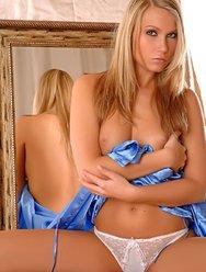 Ухоженная блондинка - 6 картинка