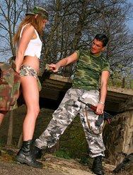 Военным тёлкам тоже хочется ебаться - 3 картинка