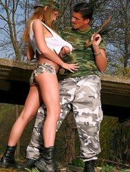 Военным тёлкам тоже хочется ебаться - 4 картинка