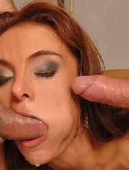 Выебали в рот шлюху - 15 картинка