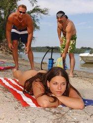 Нудистский пляж - 4 картинка
