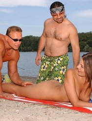Нудистский пляж - 5 картинка