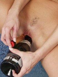 Дрочат бутылками - 20 картинка
