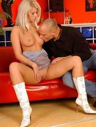 Блондинка хочет траха - 4 картинка