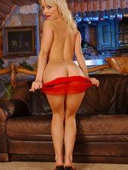 В красном платье - 5 картинка