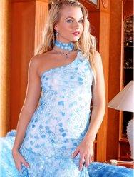 В голубом платье - 1 картинка