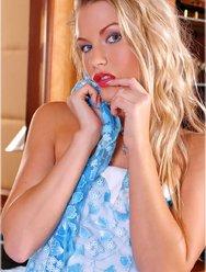 В голубом платье - 2 картинка