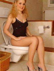 Блондинка без комплексов - 1 картинка