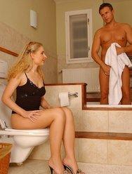 Блондинка без комплексов - 3 картинка