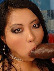 Азиатка с негром - 9 картинка