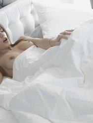 Проснулась от кунилингуса - 2 картинка
