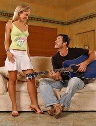 Отдалась гитаристу - 1 картинка